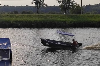 Lode-Batuv-kanal-motorove-cluny-3